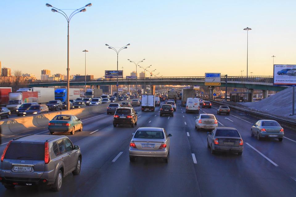 Korki, brak parkingów – pomocne aplikacje